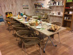 Le camping dordogne périgord noir 3 étoiles le Douzou propose des offre sur mesure pour les groupes avec repas inclus tel que le petit déjeuner