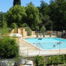 Le camping et ses infrastructures sont situés en pleine nature éloignés de la route dont les deux piscines chauffées