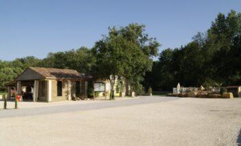 Sébastien et Stéphanie vous accueille chaleureusement au camping 3 étoiles le Douzou en Dordogne Périgord Noir