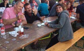 Les soirées repas au camping le Douzou en Dordogne Périgord Noir se déroulent toujours dans une ambiance conviviale et chaleureuse