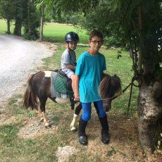 Les ballades en poney au camping 3 étoiles le Douzou en dordogne périgord noir