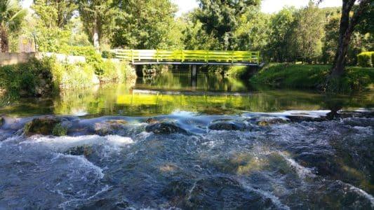 Bienvenue au Douzou, camping 3 étoiles en Dordogne Périgord Noir situé au bord de la rivière le Céou. Vous passerz vos vacances dans un cadre naturel et familial