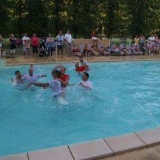 Notre animateur organise des jeux dans nos deux piscines chauffées