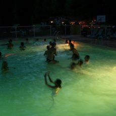 Tous les dimanche soir nous organisons une pool party, soirée piscine dans notre grand bassin chauffée.