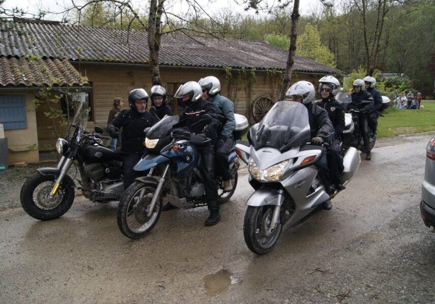 Le camping accueille les groupes comme les motards avec hébergement, repas le midi et le soir