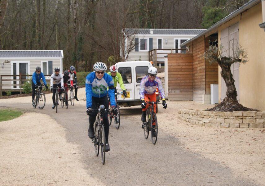 Nous accueillons au camping en Dordogne Périgord Noir les groupes comme les sportifs, amis, collègues ou randonneurs pour des offres personnalisées et sur mesure