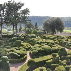 Le camping le Douzou en Dordogne est situé à proximité des plus beaux sites touristiques du Périgord Noir comme les jardins suspendus de Marqueyssac