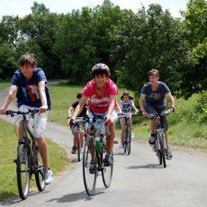 Le camping 3 étoiles le Douzou en Dordogne Périgord Noir est traversé par la voie verte cyclable reliant Castelnaud la Chapelle à L'abbaye Nouvelle dans le Lot