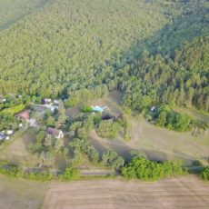 Le camping 3 étoiles le Douzou en Dordogne Périgord Noir est situé en pleine forêt