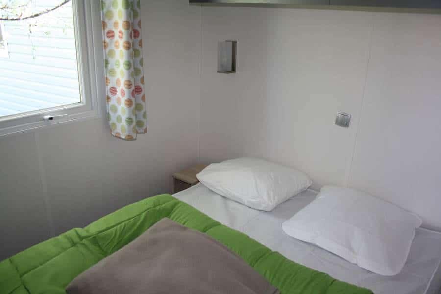 chambre de 9m2 chambre m lit double of book our plaisant thym room near avignon with chambre de. Black Bedroom Furniture Sets. Home Design Ideas