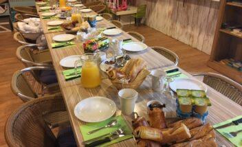 Il est possible de préparer les repas pour les groupes au camping 3 étoiles le Douzou en Dordogne Périgord Noir