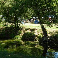 Les emplacements car au camping en Dordogne Périgord Noir sont situés loin des routes et au calme