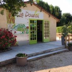 Retrouvez toutes les informations, l'épicerie et le sourire à l'accueil du camping le Douzou en Dordogne Périgord Noir