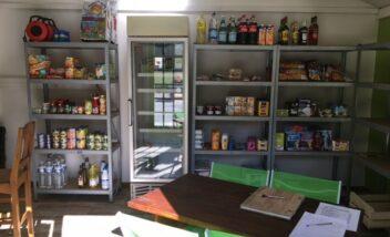 Il y a tous les produits de première nécessité à l'épicerie du camping 3 étoiles le Douzou en Dordogne Périgord Noir près de Sarlat
