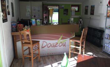 L'espace accueil épicerie du camping 3 étoiles le Douzou en Dordogne Périgord Noir