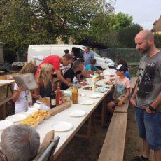 Le camping 3 étoiles le Douzou en Périgord Noir est situé à Bouzic où est organisé l'été le plus grand marché nocturne de Dordogne