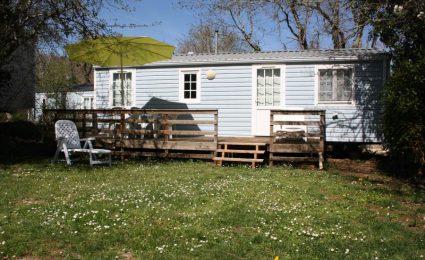 Le mobile home antares est équipé de 2 chambres pouvant accueillir de 4 à 6 personnes. C'est un locatif spacieux qui dispose d'une grande terrasse