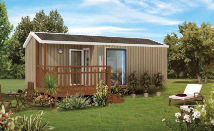 Le mobile home malaga duo compact au camping en Dordogne Périgord Noir est équipé de 2 chambres, d'une terrasse semi couverte et d'une grande baie vitrée donnant un maximum de luminosité
