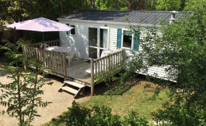 Le mobile home Ohara 734 est composé de 2 chambres. Il peut accueillir de 4 à 6 personnes et il est équipé d'une grande terrasse