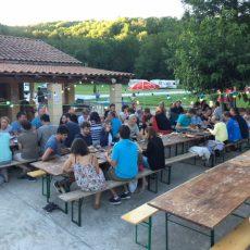 Chaque repas le jeudi soir au camping 3 étoiles le Douzou en Dordogne Périgord noir est convivial
