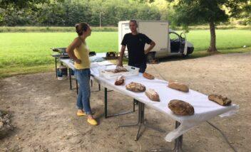Chaque jeudi un traiteur propose des repas divers et variés au camping en Dordogne Périgord Noir