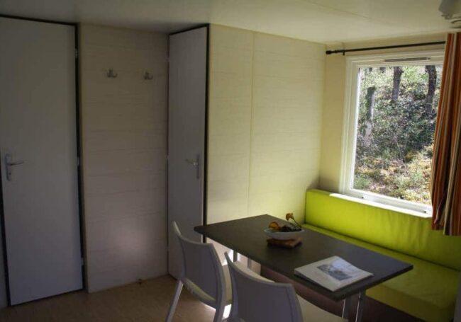 Le salon du mobile home ohara 734T est spacieux et lumineux