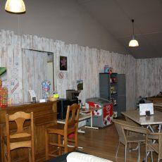 Nous avons aménagé un espace bar épicerie dans notre salle d'activité et de télévision
