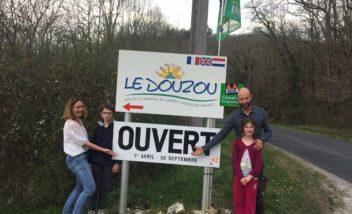 Le camping 3 étoiles Le Douzou en Dordogne Périgord Noir ouvre ses portes ce 1er avril. Découvrez nos nouveautés pour cette nouvelle saison, piscines chauffées, création d'un bar épicerie et nouveaux mobiles home