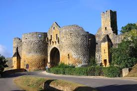 Le village de Domme, construit à 150 mètres d'altitude offre un panorama exceptionnel sur la Dordogne