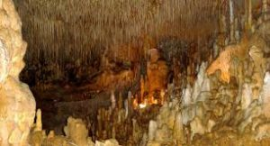 Alliant richesse géologiques et art pariétale les grottes de cougnac sont parmi les rares grottes contenant des dessins préhistoriques encore ouvertes au public