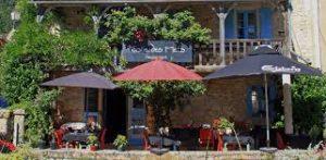 ce restaurant situé à saint pompon vous propose une cuisne délicieuse à prix raisonnable
