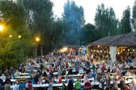Le village de Bouzic organise le plus grand marché nocturne de toute la Dordogne