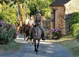 Découvrez les magnifiques paysages de Dordogne en cheval