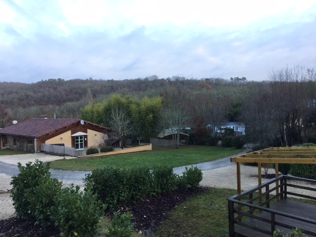 Même après la fermeture de notre camping 3 étoiles en Dordogne Périgord Noir, nous continuons de travailler dur pour préparer la prochaine saison pour que vos vacances en Périgord soit un souvenir inoubliable
