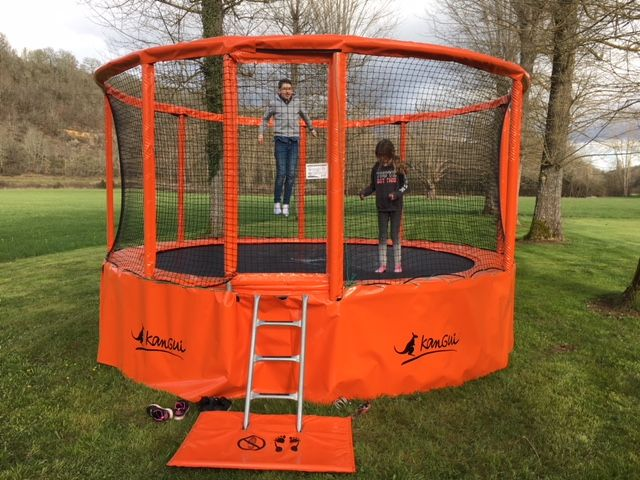 trampoline camping dordogne périgord noit