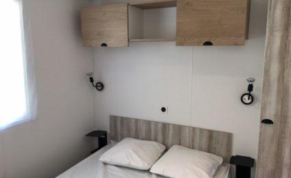 chambre lit double camping Dordogne Périgord Noir 3 étoiles Le Douzou