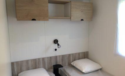Chambre lits simples camping Dordogne Périgord Noir 3 étoiles Le Douzou