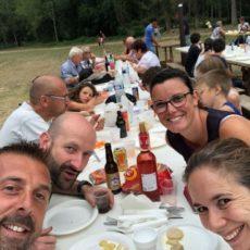 ambiance conviviale marché producteurs bouzic camping périgord