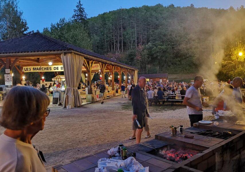 barbecues à disposition marchés des producteurs à bouzic camping périgord