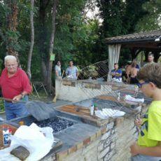repas sur place marché nocturne de bouzic camping dordogne 3 étoiles