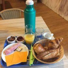 Le camping 3 étoiles le Douzou en Dordogne Périgord Noir propose aux vacanciers le petit déjeuner pour 6 euros par personne