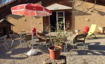 Terrasse bar salle d'activités camping 3 étoiles Dordogne