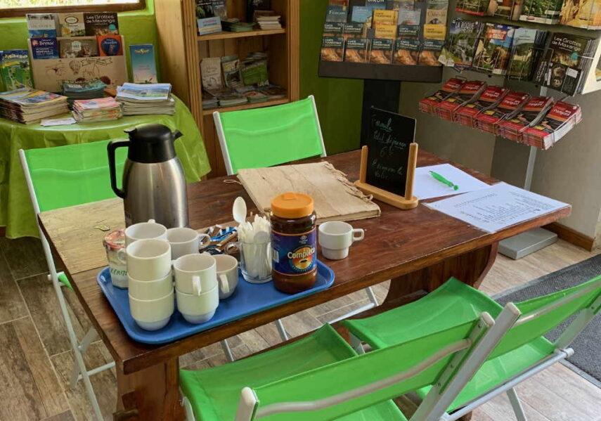 café offert tous les matins à l'accueil du camping dordogne 3 étoiles