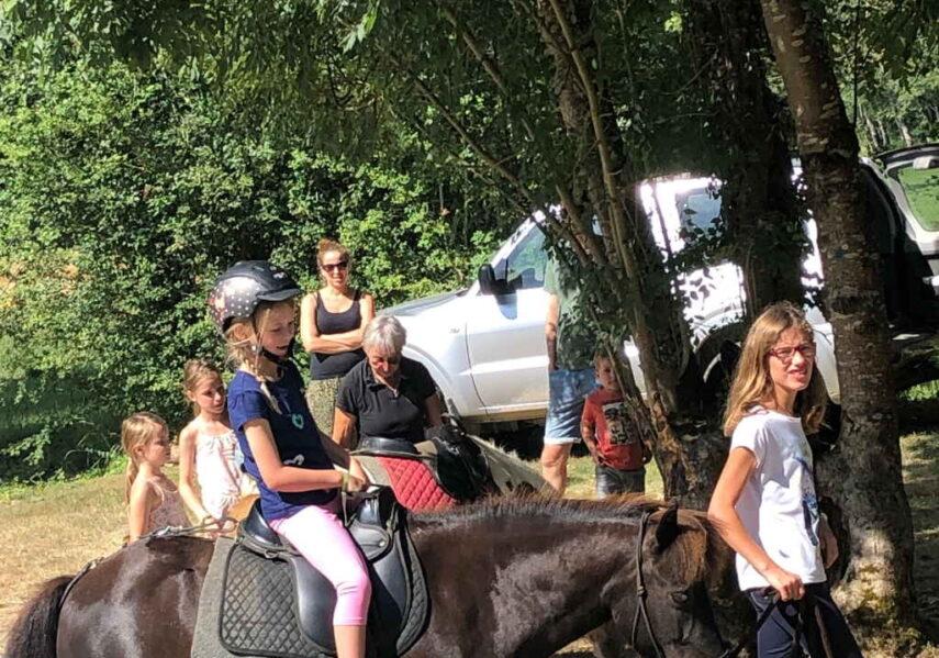 balade poney gratuit camping dordogne