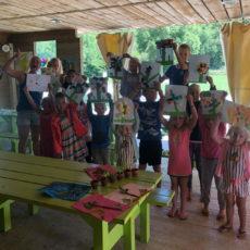 création des enfants au mini club du camping en dordogne