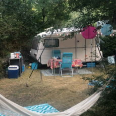 emplacement caravane ombragé en forêt camping dordogne