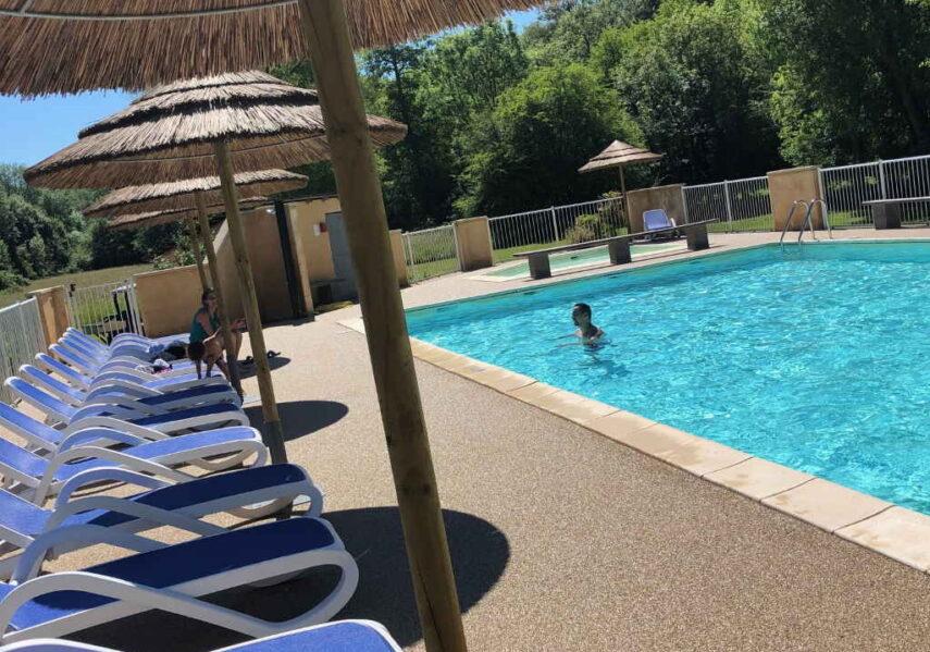 farniente bord de piscine chauffée camping dordogne