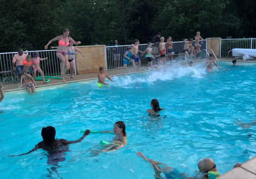 pool party tous les dimanche soirs camping dordogne