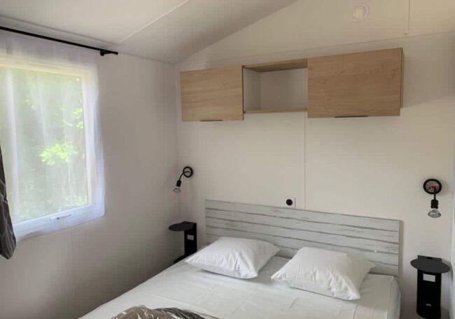 chambre parentale avec lit 160 cm mobile home malaga trio camping périgord le douzou