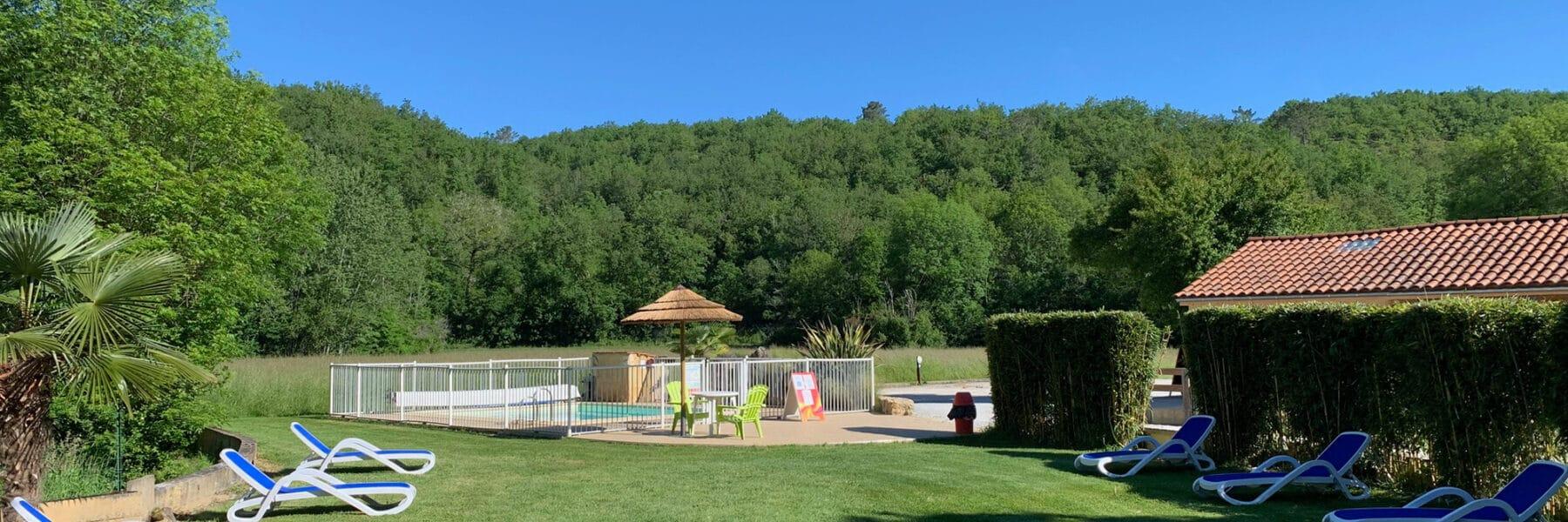 Les bassins chauffés du camping en Dordogne